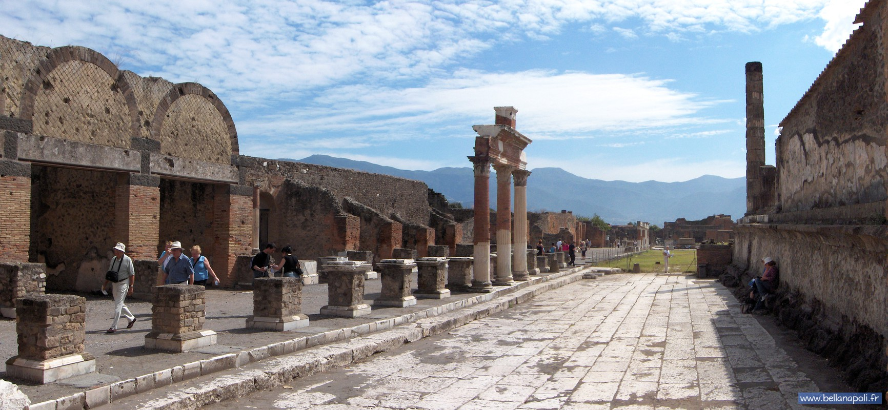 how to get from napoli to pompeii