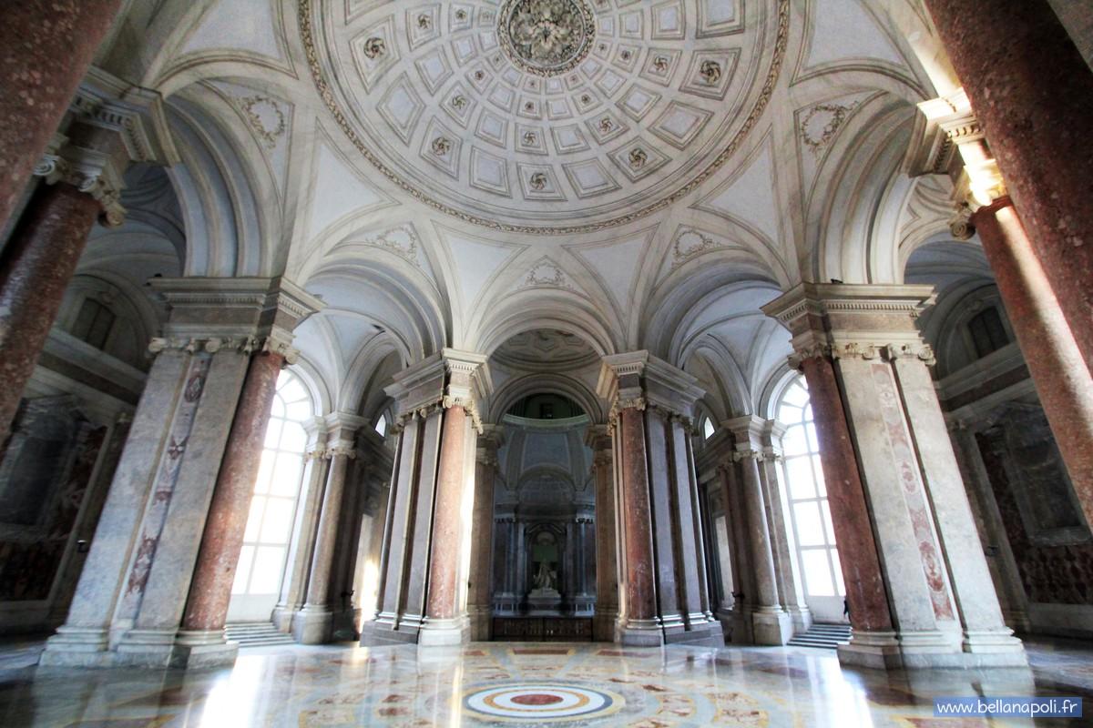 Le palais royal de caserte la reggia di caserta bella for Charles che arredo la reggia di versailles